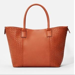 Large tote, color cognac. Justfab.